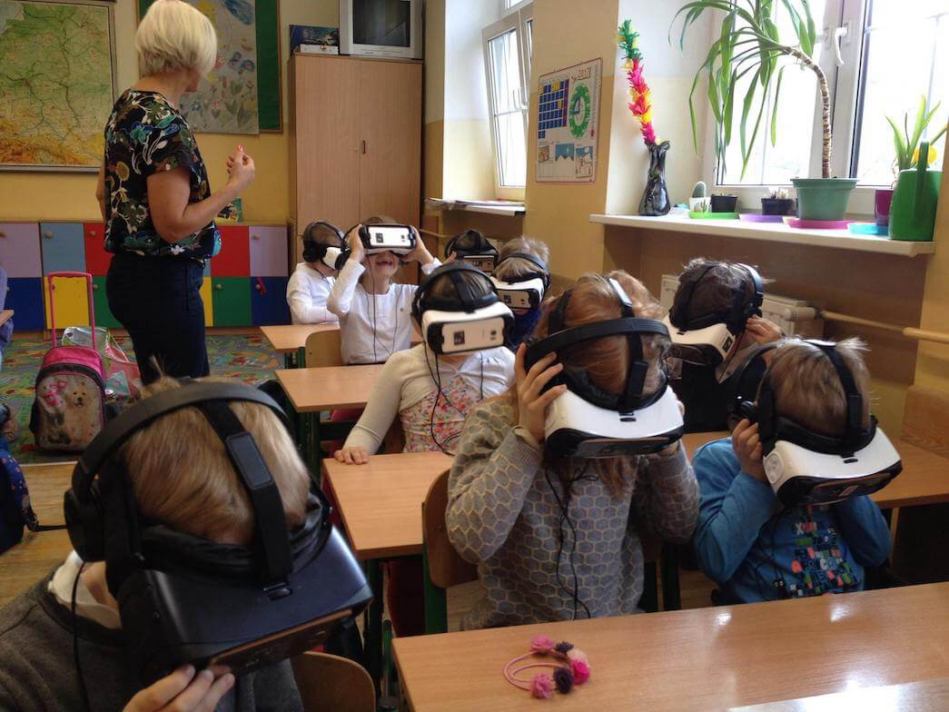 VR at primary school virtual reality in education at the classroom