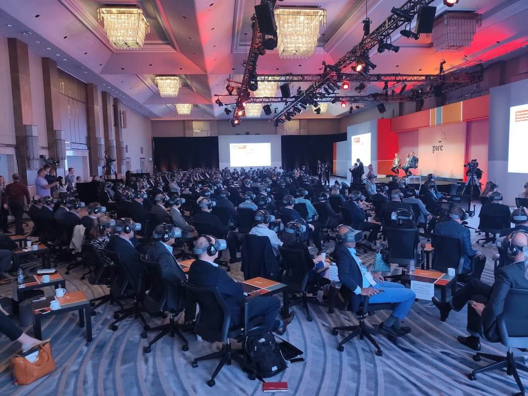 VR played synchronically to 300 participants of training by PwC in Toronto