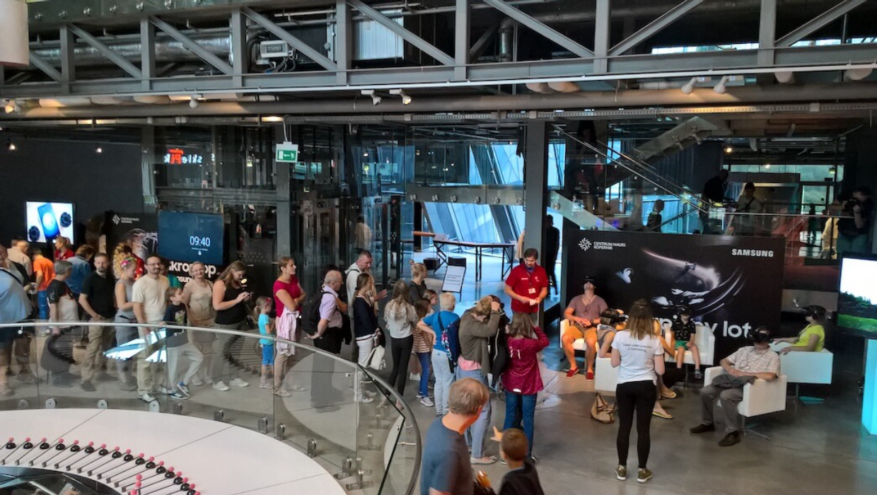 Samsung Spaceflight experience VR event at Copernicus Science Centre with 700 participants during the day
